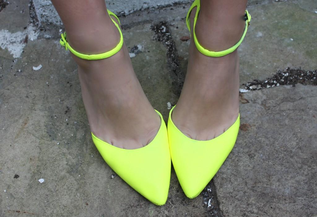 neon yellow running shoe | Little Miss 312